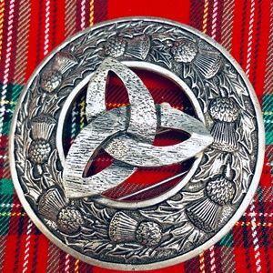 "Scottish Kilt Fly Plaid Brooch "" Triskele"""